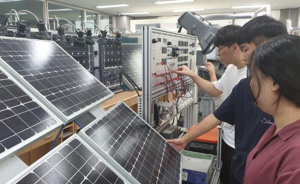 태양광시스템실습실2.JPG